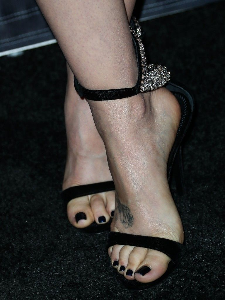 Lilly Collins Feet photo 1