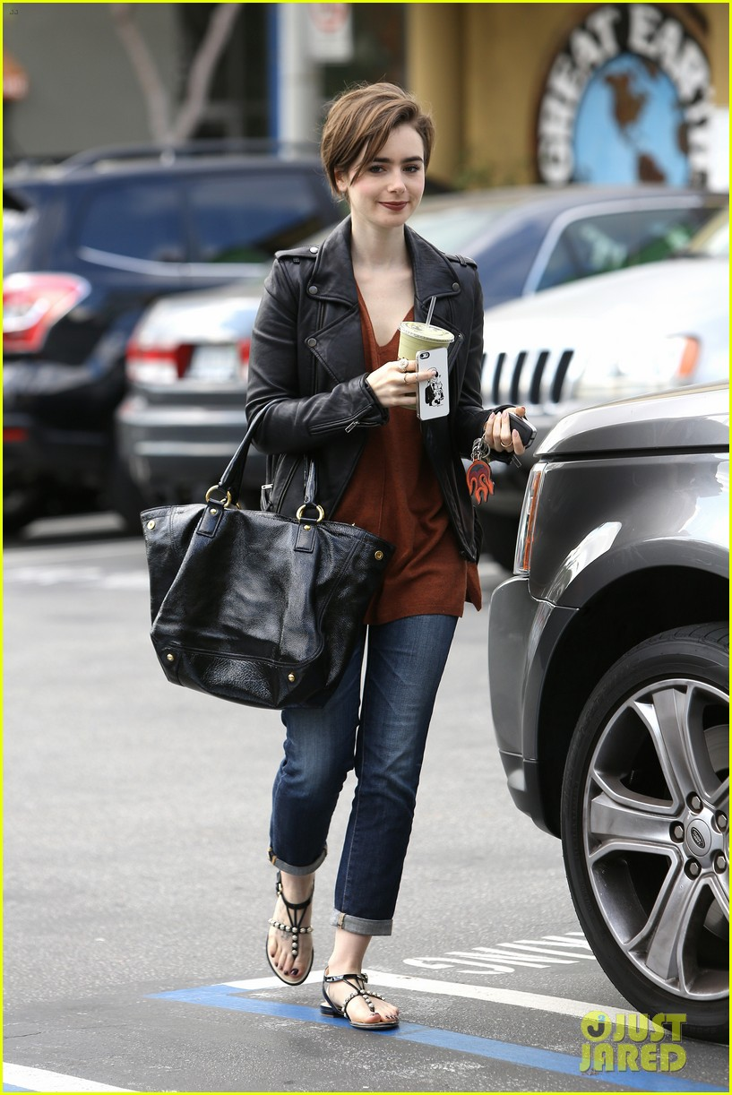 Lilly Collins Feet photo 20