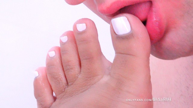 Sucking Asian Toes photo 21