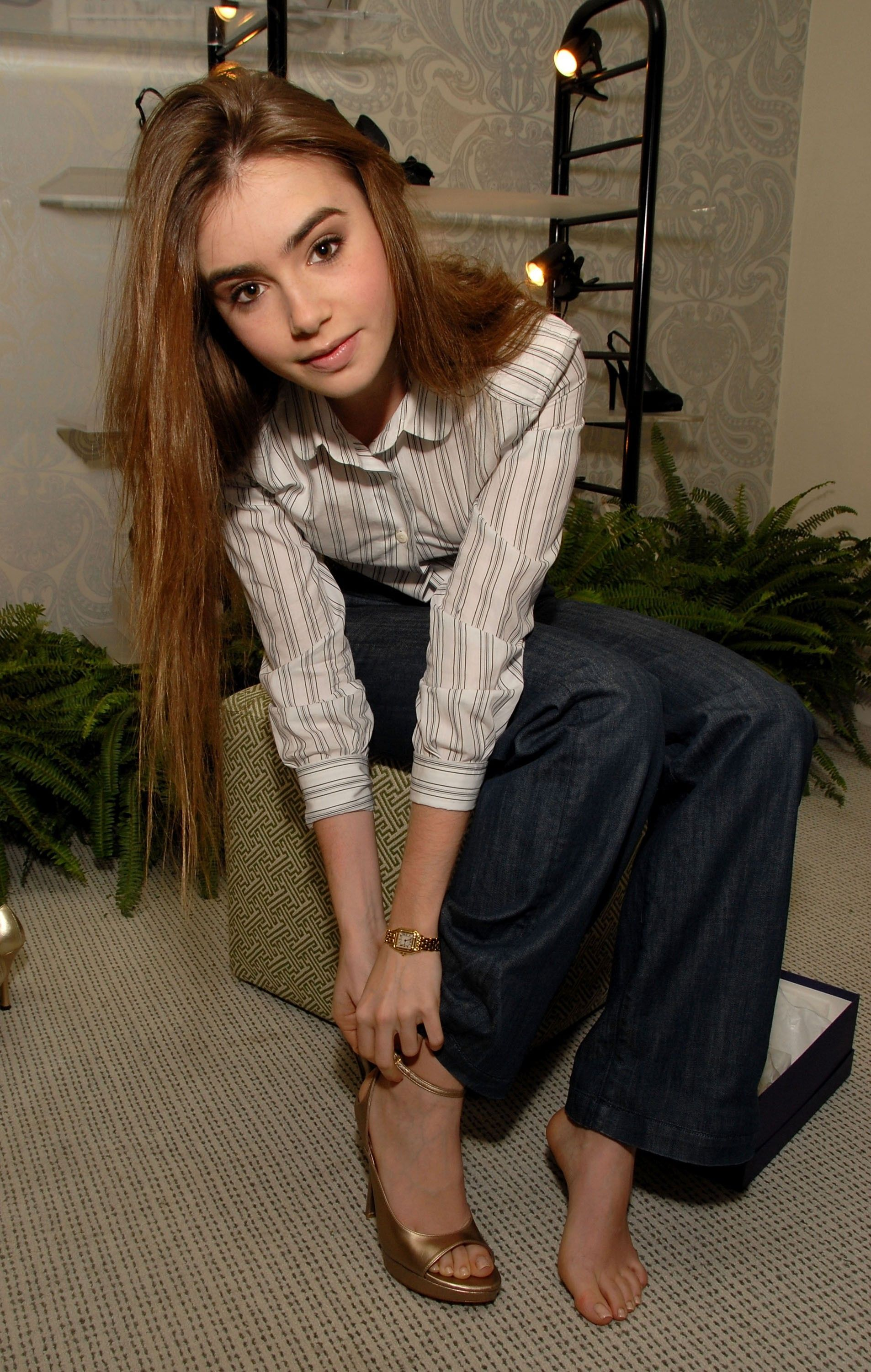 Lilly Collins Feet photo 7