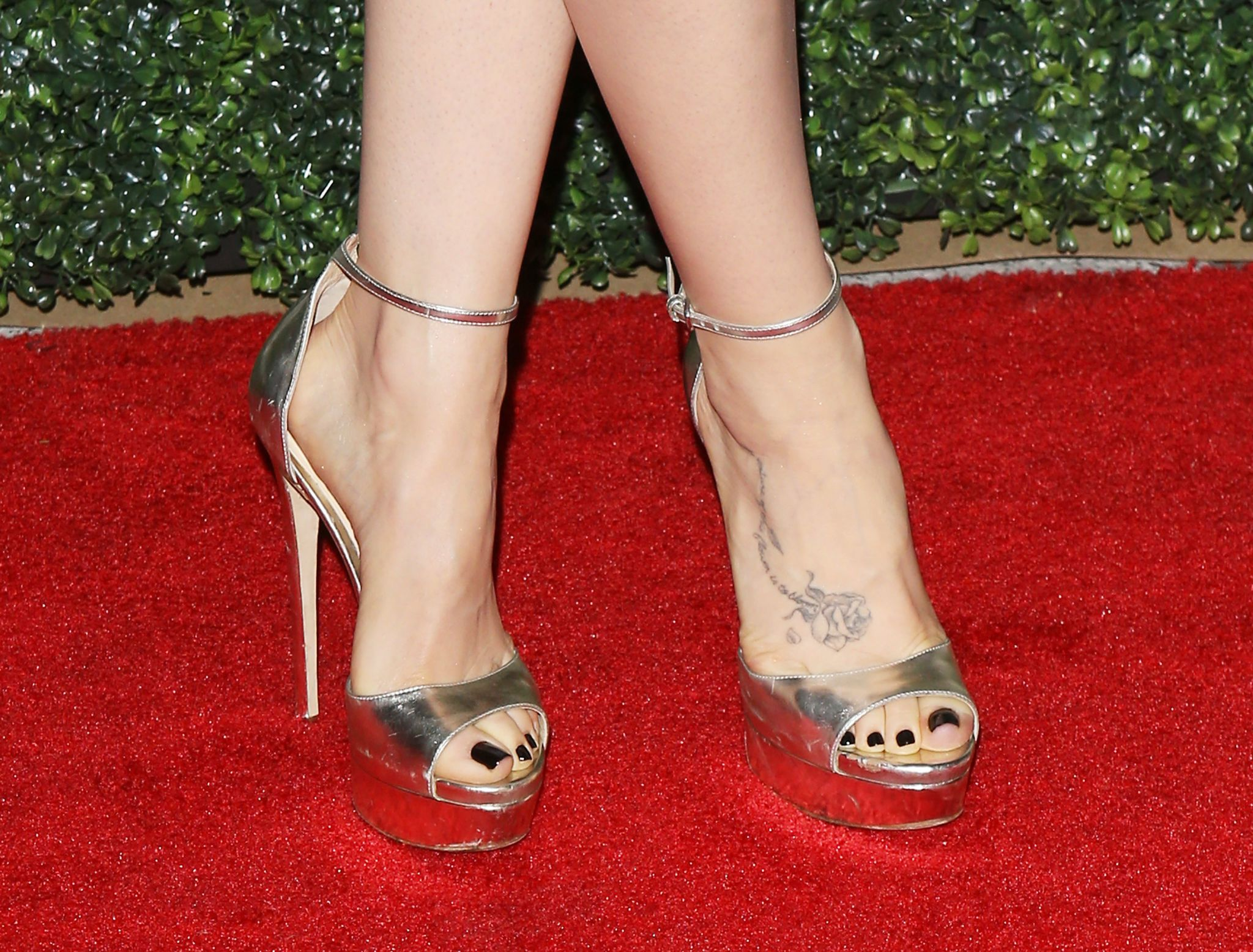 Lilly Collins Feet photo 5